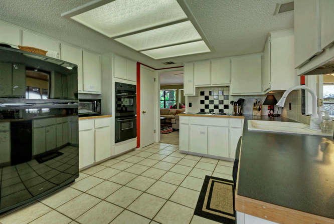 still-waters-retreat-center-9409-granada-austin-texas-felder-house-kitchen